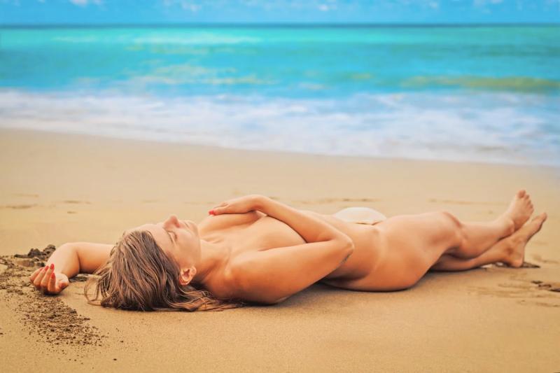 Mujer guapa en la playa